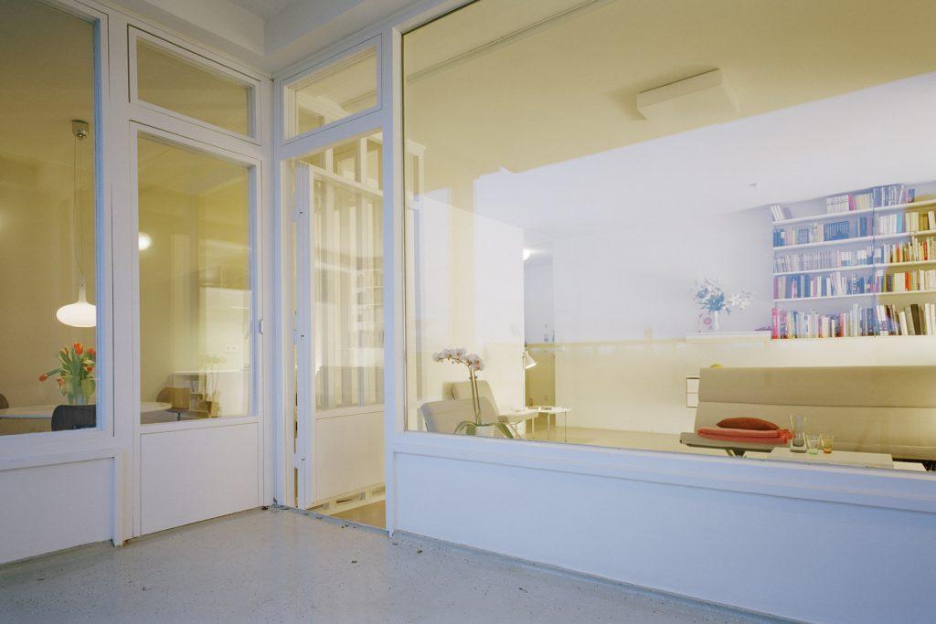 """Aalto umfasst mit Schlafzimmer, Küche und dem zentralen """"Allraum"""" die zimmergroße Loggia auf drei Seiten mit Zugangsmöglichkeiten aus allen drei Räumen."""