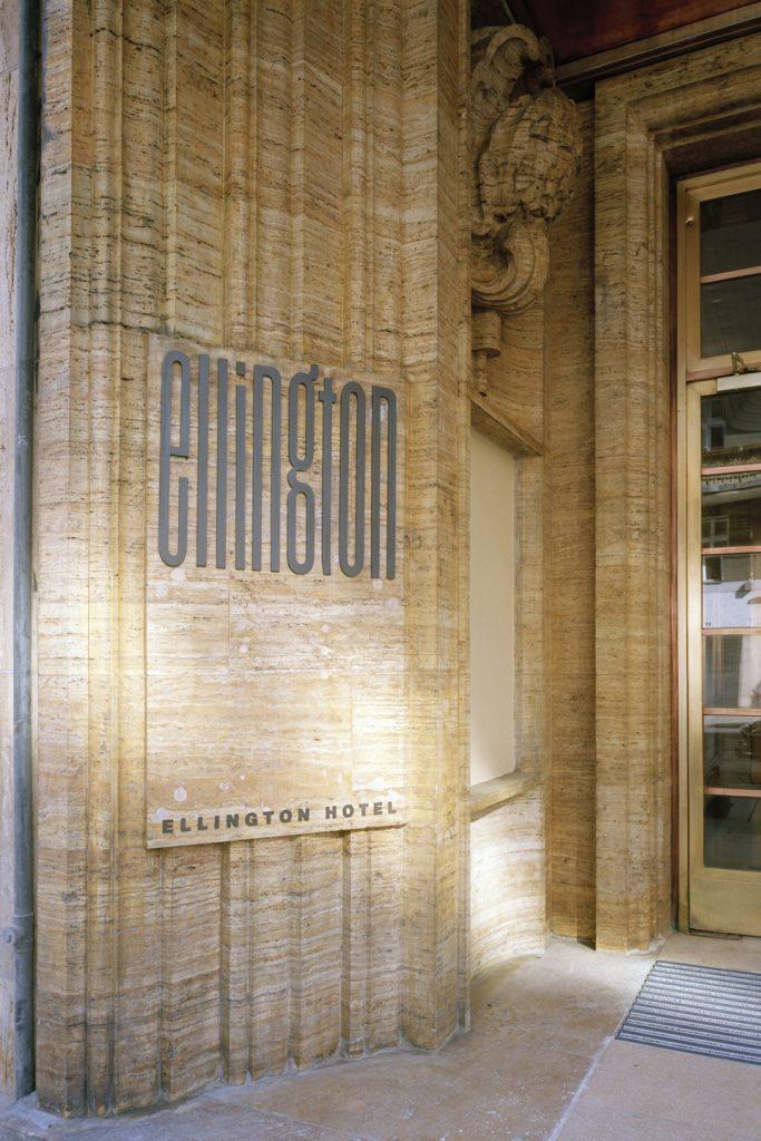 Die behutsam restaurierte, Travertin-Fassade des Ellington Hotels strahlt authentischen Charme aus. Das Baudenkmal Femina-Palast wurde 1932 im Stil Neue Sachlichkeit für die Monopol-Brandweingesellschaft errichtet.