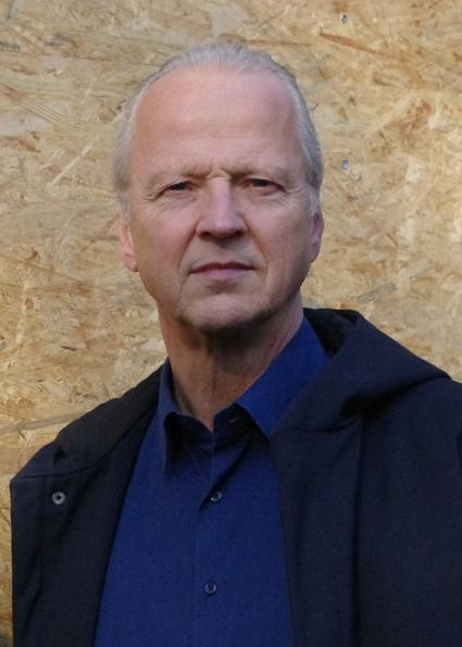 Portraitfoto Johannes Reuter, Diplom-Ingenieur Architekt und Musiker, Partner im Architekturbüro Reuter Schoger Architektur Innenarchitektur