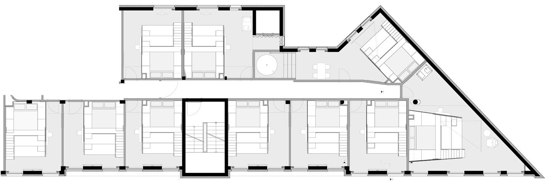 Die Grundrisszeichnung zeigt die verschiedenen Raumgrößen und die darauf abgestimmten Treppen- und Podestelemente.